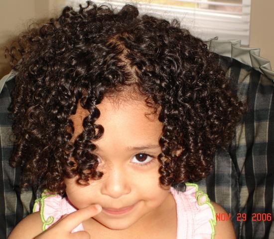 menina_cabelo_cacheado